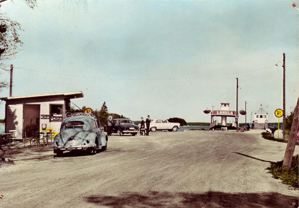 Andra bilfärjan Lahea vid Mickrumsbryggan ca1960 brevid första färjan Rune.